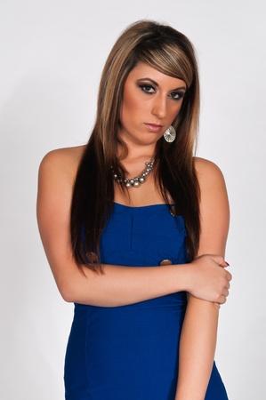vestido corto: Bastante joven morena con un vestido corto