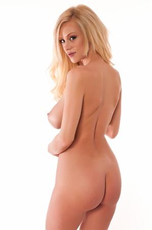 femme se deshabille: Belle jeune blonde nue contre le blanc