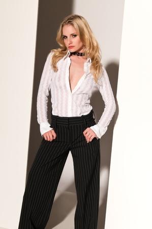 Pretty blonde woman in black and white Stockfoto