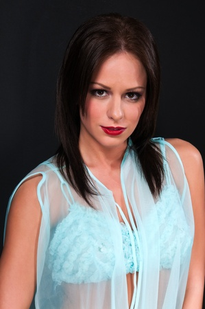 Pretty petite brunette in a turquoise bra and wrap Imagens