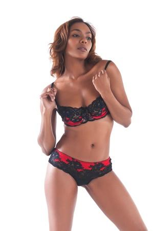 Belle jeune femme multiraciale dans la lingerie rouge et noir Banque d'images - 13027672