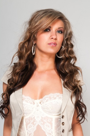 Pretty young woman with wavy brown hair Imagens