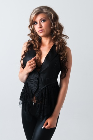 Pretty young woman with wavy brown hair Banque d'images
