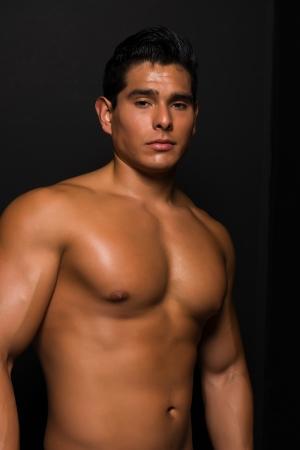 nackte brust: Athletisch nacktem Oberk�rper junger Mann Lizenzfreie Bilder