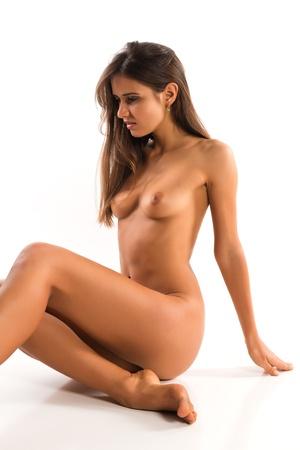 femme se deshabille: Belle brune nue roumaine mince
