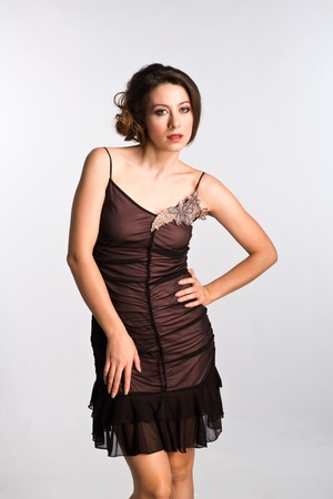 ヴィンテージでは茶色の背の高いモルドバ女性ドレスします。