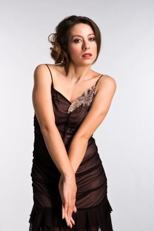 ヴィンテージ ・ ブラウンで背の高いモルドバの女性ドレスアップします。 写真素材