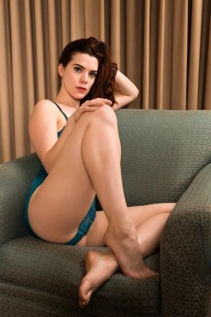 intimo donna: Piuttosto giovane rossa in un body verde