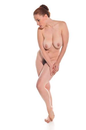 nudo integrale: Piuttosto giovane rossa in posa nuda su bianco Archivio Fotografico