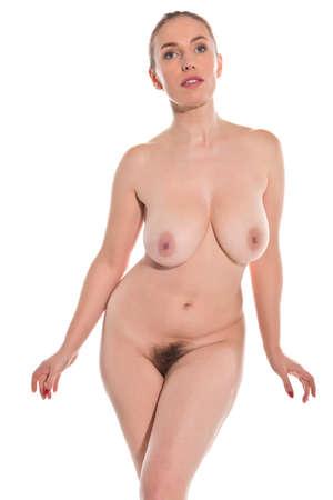 femme se deshabille: Jolie jeune femme rousse pose nue sur blanc Banque d'images