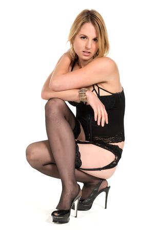 ligueros: Mujer rubia bastante joven en ropa interior negro