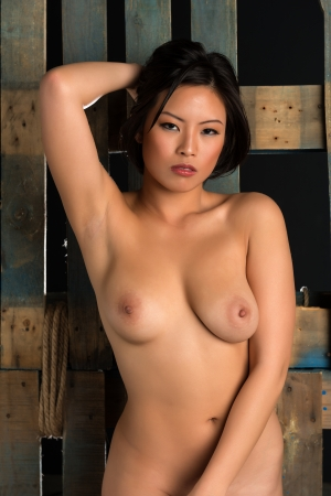 femme se deshabille: Belle jeune femme nue chinoise Banque d'images