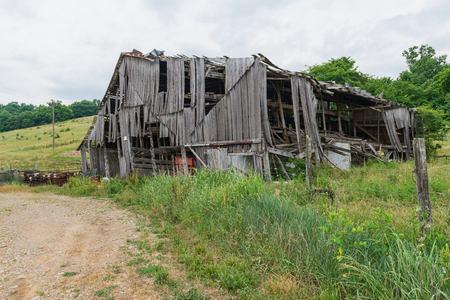 Barn in an advanced state of collapse, Springfield, Kentucky Фото со стока
