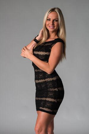 ノースリーブのレースのドレスで美しいチェコの金髪 写真素材