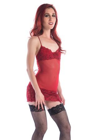 bas r�sille: Jeune rousse mince dans une chemise rouge et des bas r�sille