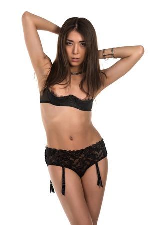 reggicalze: Bella petite donna Eurasian in rivelatrice lingerie nera