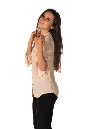 베이지 색 블라우스에 검은 레깅스에 슬림 한 젊은 루마니아어 여자 스톡 콘텐츠