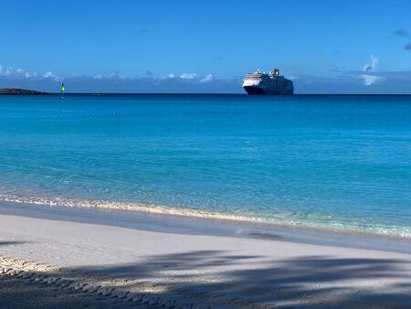 A sunny day on a Caribbean beach, Little San Salvador, Bahamas Banque d'images