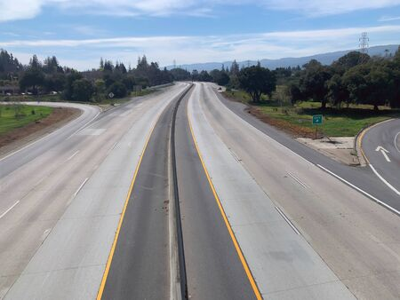 Unoccupied section of freeway, Mountain View, California 免版税图像