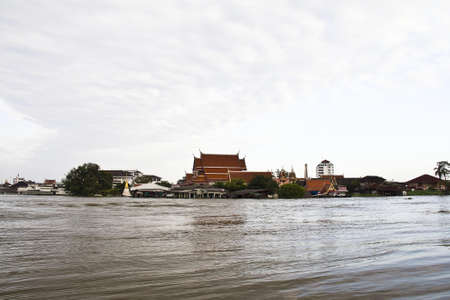 praya: Bangkok Thailand 12 November 2011: Pak kret distric and Koh kret in Nonthaburi province flooding. Pak kret distric is situated at the Chao praya river side. The water levels at Chao praya river very hight and flowing quite fast.