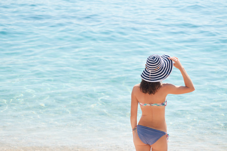 anonymus: Summer girl with hat at the beach Stock Photo