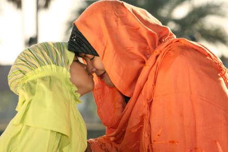 jilbab: Muslim Mother and Child   Kiss