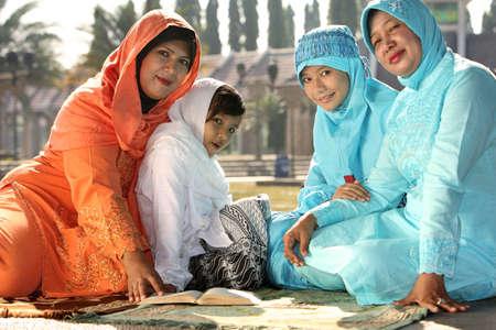 petite fille musulmane: La famille musulmane