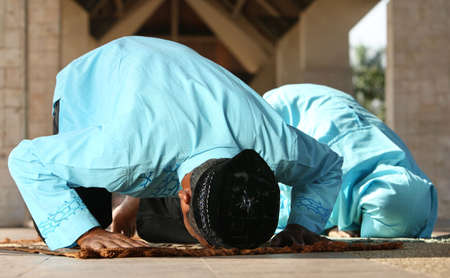 familia orando: Islam, musulmanes rezando familia