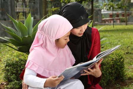 petite fille musulmane: La m?re et l'enfant musulman