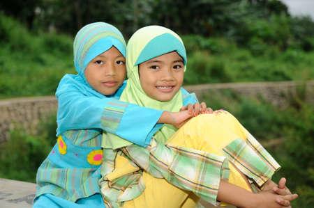 petite fille musulmane: Filles musulmanes  Banque d'images