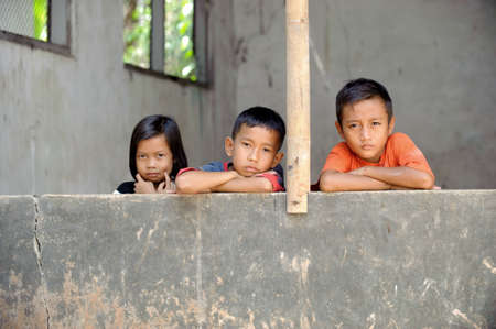 hambriento: Ni�os de la pobreza Foto de archivo