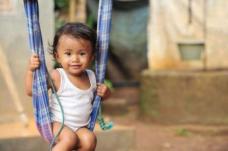 arme kinder: Schaukeln
