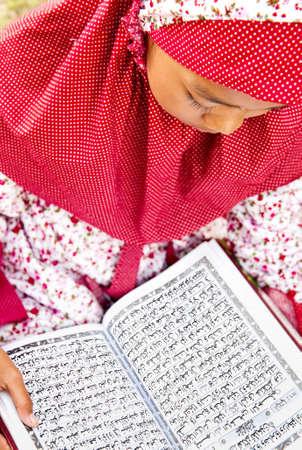 jilbab: Muslim Reading Koran