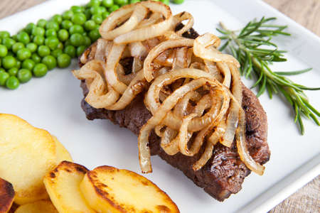 red onions: Roasted meat with fried potatoes, onions and green peas