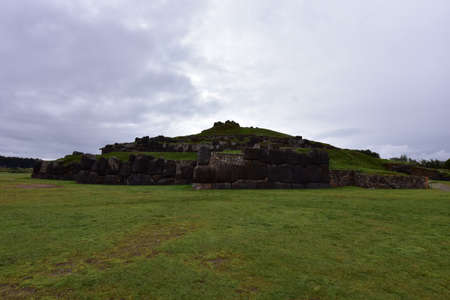 The fortress ofSacsayhuamán consists of parallel ramps, 600m long,consisting of monolithic blocks(the largest with a height of 9m,a width of 5m and a thickness of4mwith a weight of about 350 tons) Stok Fotoğraf