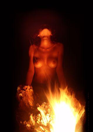 wet nude: Chica al fuego. Ceremonia del Fuego. Fire Dance