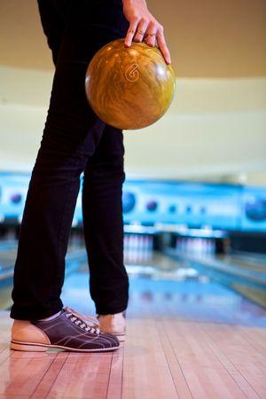 frappe: Femme � la boule de bowling Banque d'images