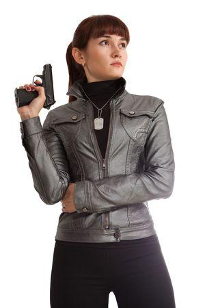 mujer policia: Chica de la seguridad en la chaqueta de cuero con la pistola Makarov. Aislados en blanco.