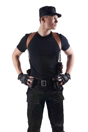 gorra polic�a: El oficial de polic�a de pie aislado en blanco