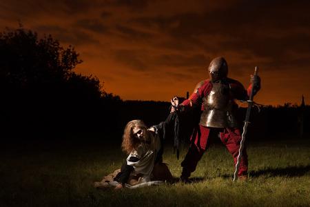 beldam: Cavaliere medievale sta andando a fare una esecuzione di una strega