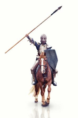 rycerz: Średniowieczny knigt z lancą jazdy konnej. Analiza punktu na rycerza.