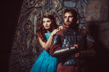 vestidos de epoca: Caballero medieval con su amada dama