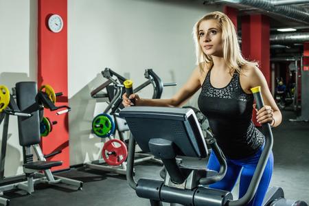 20 29 years: Woman Running on Treadmill