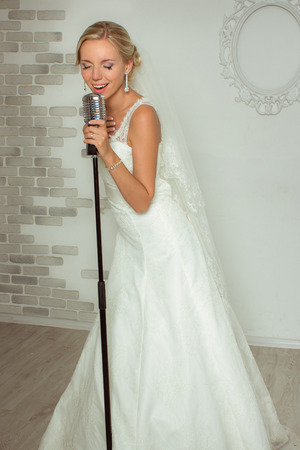 song: The bride is singing a song