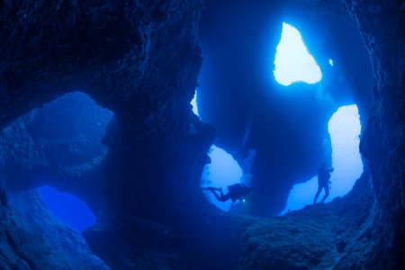 Underwater Cave 版權商用圖片
