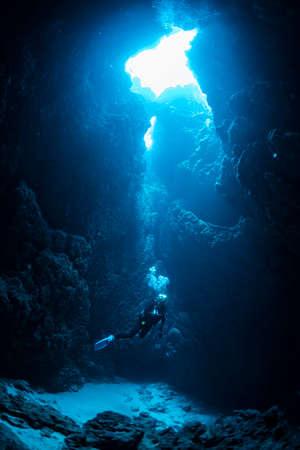 Cave diving 版權商用圖片