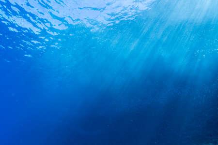 Rays of sunlight shining into sea, underwater view 版權商用圖片