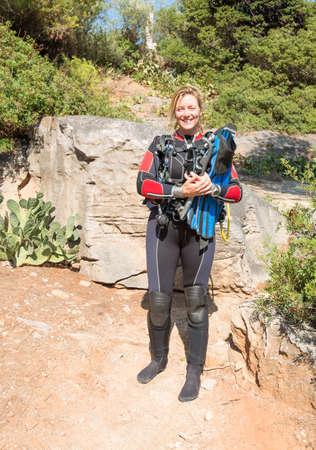 Femme Scuba Diver prêt pour une plongée Banque d'images