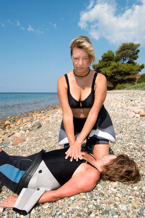 compressions: First aid training for female Scuba divers