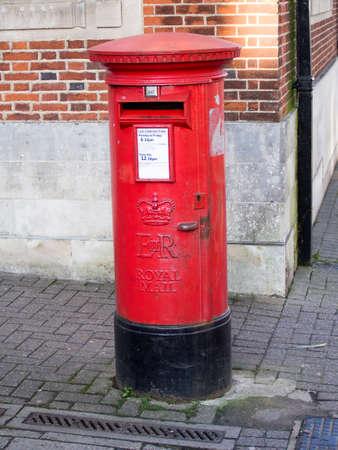 pillar box: British Royal Mail Post Box Stock Photo